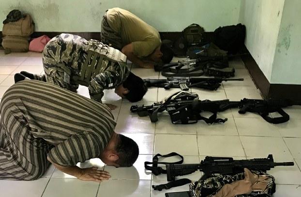 Muslim Terrorists Praying