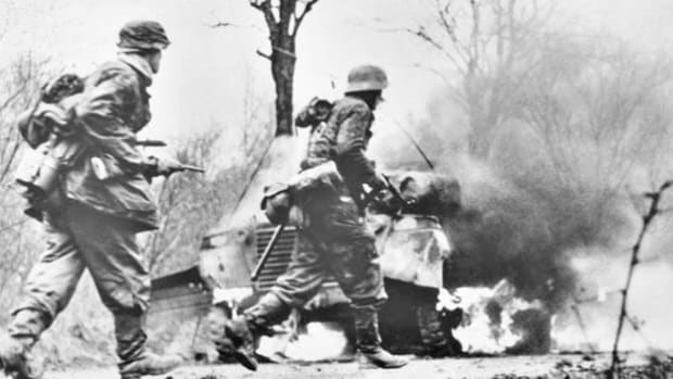 Blitzkrieg epic WW2 images hand to hand combat in second world war